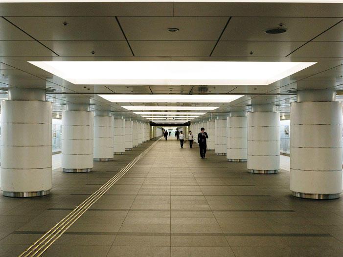 〔6〕電車並みに長~い展示スペース