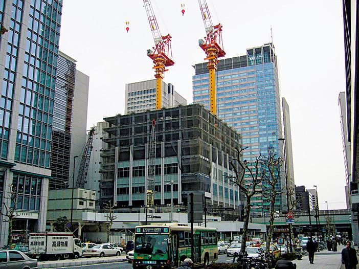 東京駅を取り巻く高層ビルたち
