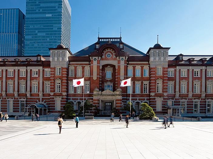 御影石の美しい白さが映える丸の内駅前広場が完成!(⑨)